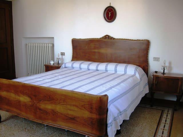 Camera matrimoniale - mobilio d'epoca - Double room