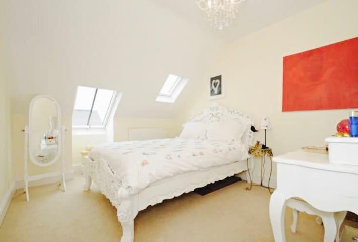 Loft flat in a converted convent - Barnet  - Appartement