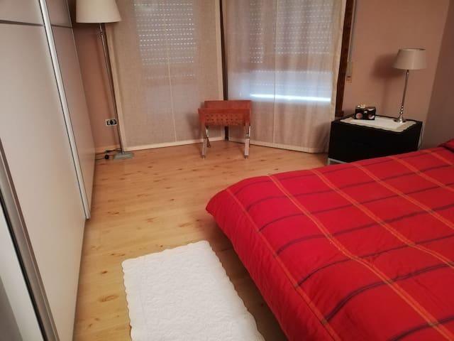Camera con bagno privato in una zona comoda