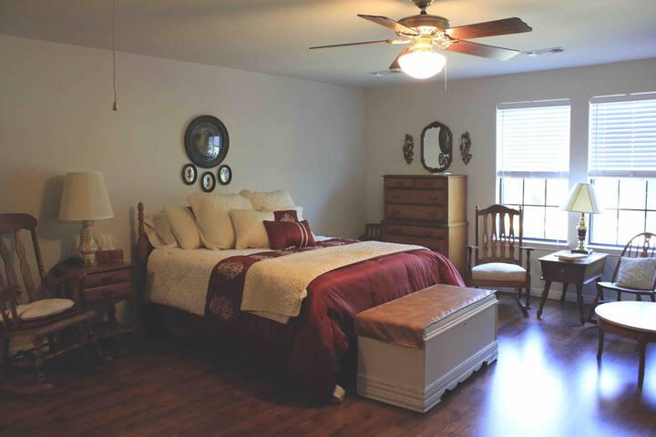 Deer Run Bed and Breakfast Hawk's Nest Suite