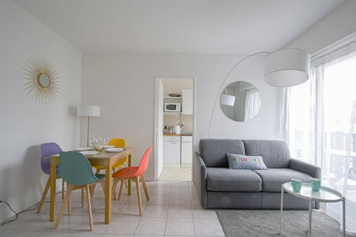 CHARMING AND BRIGHT APARTMENT IN FRONT OF DEAUVILLE TRAIN STATION