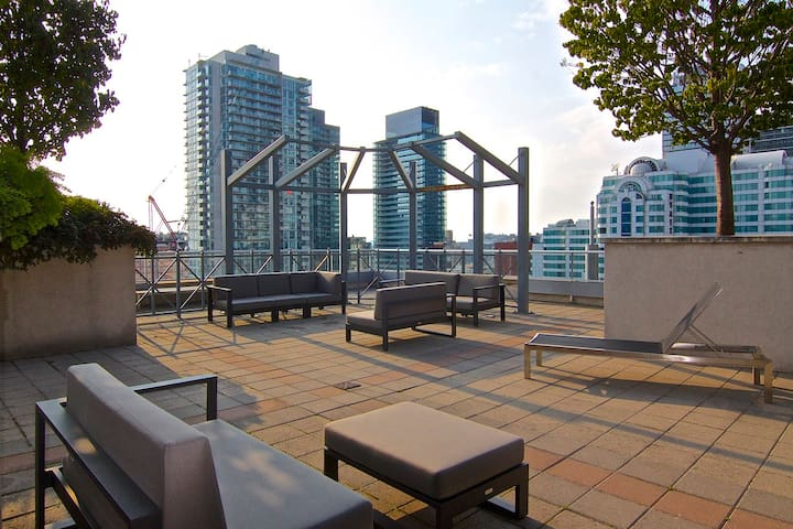 Downtown Condo by CN Tower/TIFF/MTCC