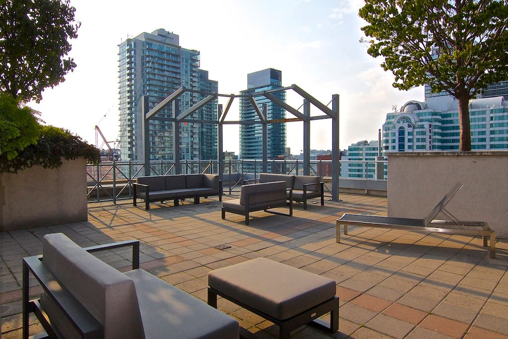 Downtown condo by cn tower tiff mtcc condominiums for for 104 the terrace wellington