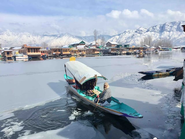 A warm home at Dal lake; 5 Minutes from the City