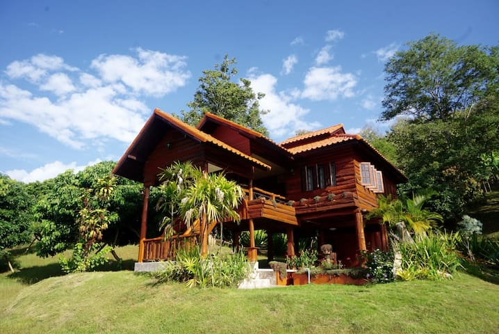 Absolute Thai Hillside Villa (2 BR) midvalley-New!