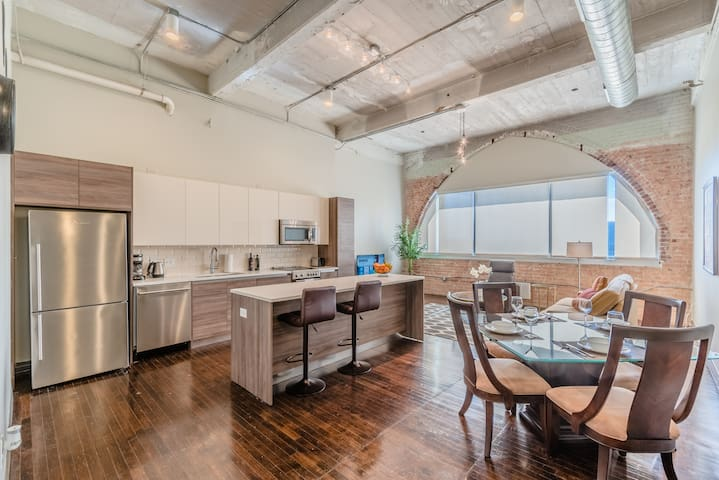 Dallas Corporate Stays Big Comfy Apt in Downtown Dallas/Free Valet (RS914)
