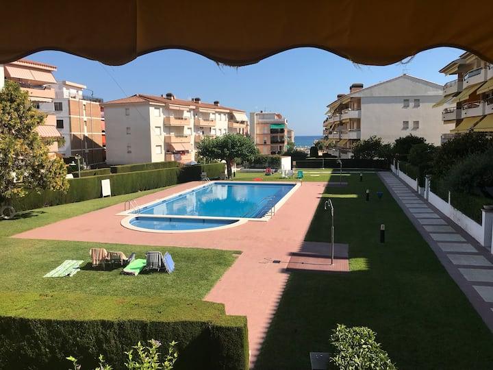 Bonito apartamento con piscina y vistas al mar
