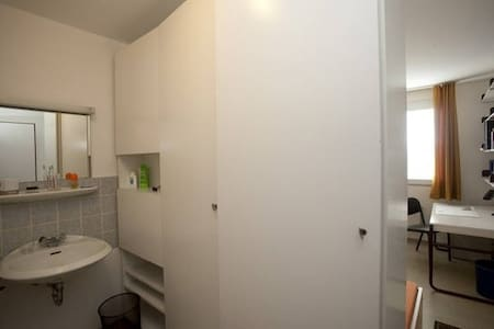 Your own Room 10 minutes away from Bonn Center. - Bonn - Dorm