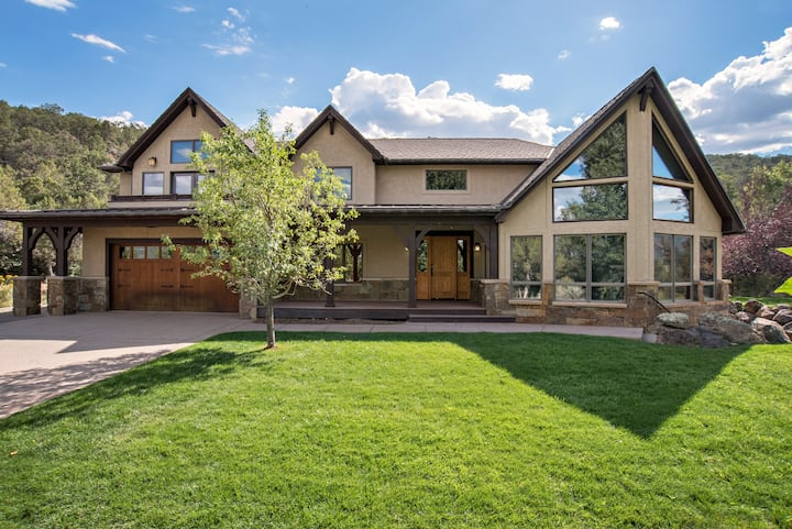 Luxury MTN Home w/ Hot Tub, Views & Near Skiing!