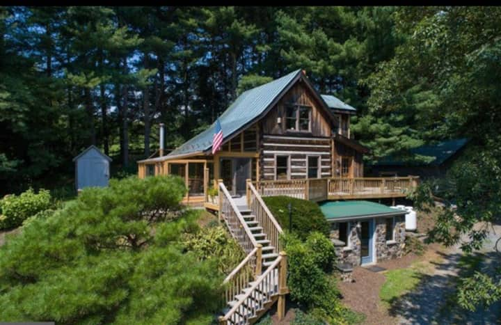 Charming Cabin on 10 acres with view and creek