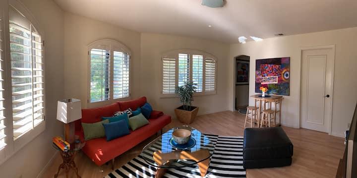"Artistic Private -1 bedroom apartment ""Via Bella"""