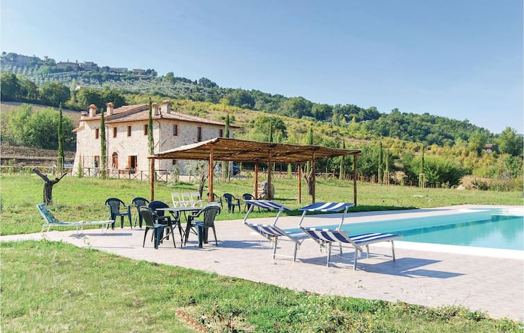 Holiday cottage with 4 bedrooms on 300m² in Perugia  PG