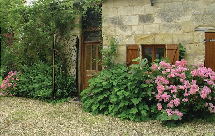 Holiday cottage with 3 bedrooms on 97 m² in St. Medard de Mussidan