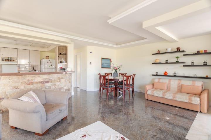 Joanna's cozy Artemida Home