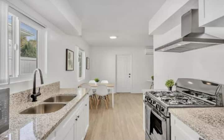 *NEW LISTING SPECIAL* Walk to Petco Park/Gaslamp!