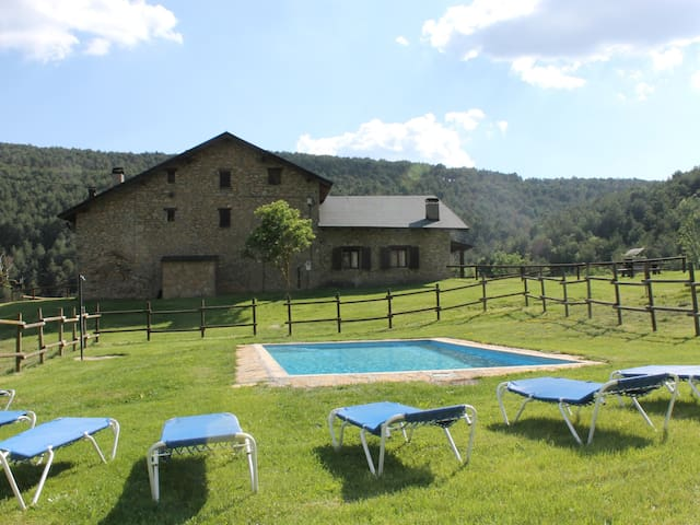 Beautiful house with pool in the Pyrenees. Wi-Fi