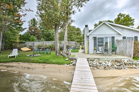 Charming Nautical Cottage on Little Traverse Lake!