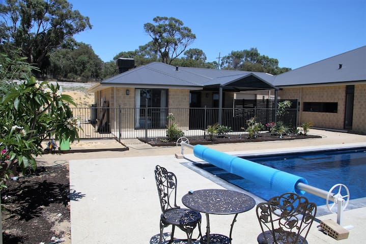 Sunrise retreat - Wanneroo - บ้าน