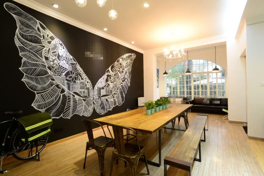 宽敞明亮3.5米层高的大厅_Spacious Lounge with high ceilings