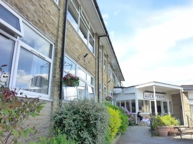 Large homely private on-suite room Idle, Bradford