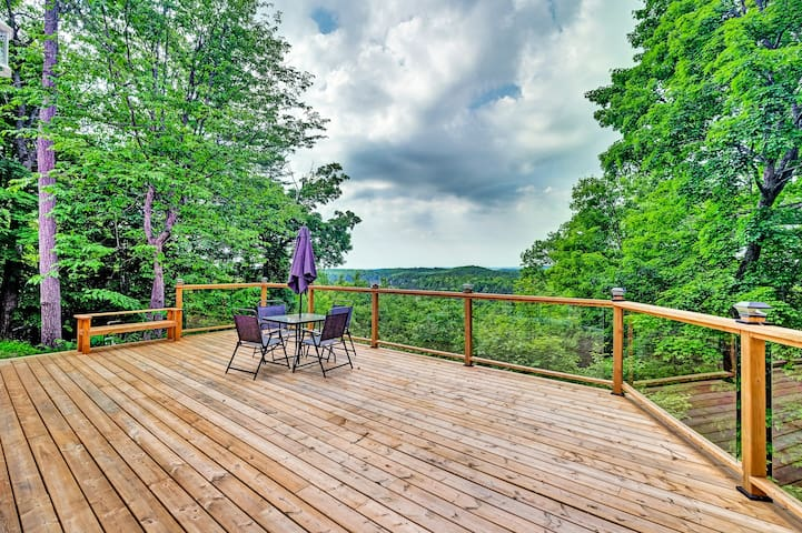Unbeatable view, private deck, escape the city!