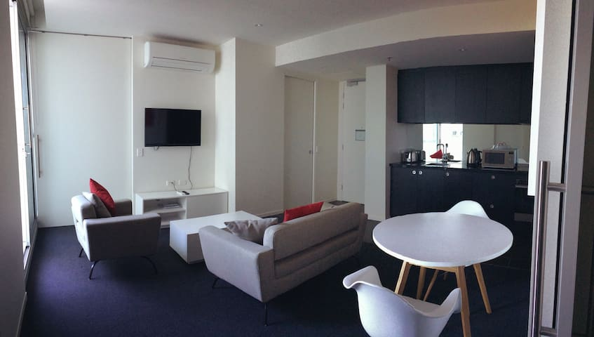 Luxurious 2BR Apartment Near City - Walkerville - Apartemen