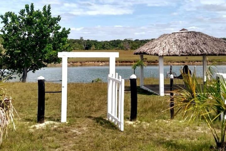 Acesso ao lago, com barraca