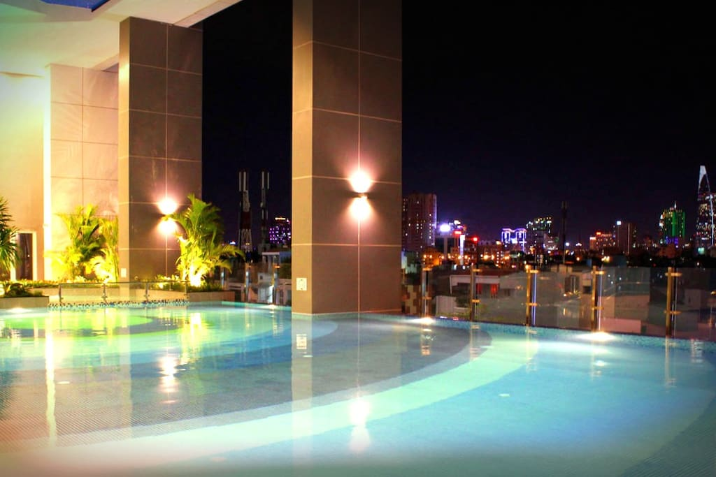 Night View - Infinity Pool