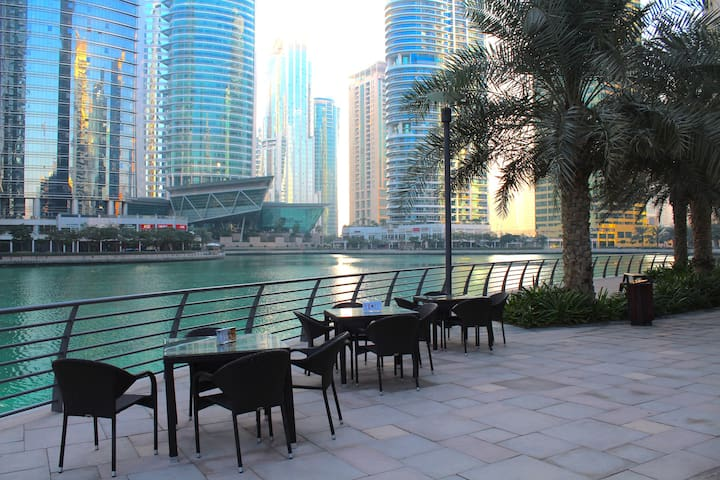 Enjoy dining by lakeside throughout JLT