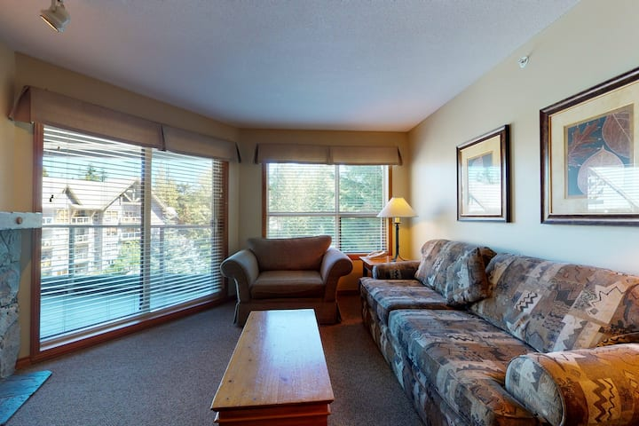 Ski-in/ski-out, 4th-floor condo w/ fireplace & shared pool, hot tubs, gym!
