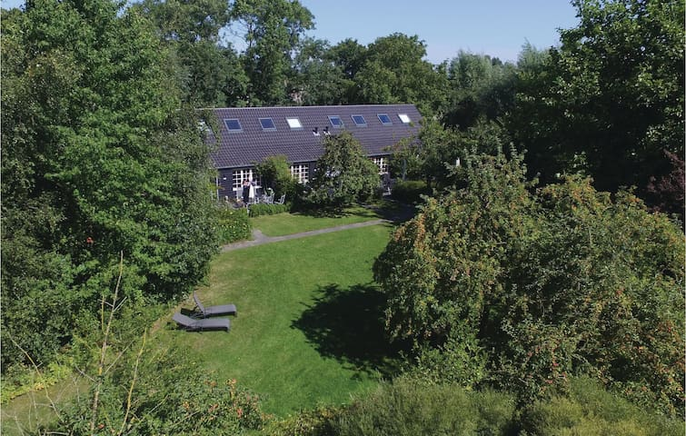 Holiday cottage with 2 bedrooms on 60 m² in Groede