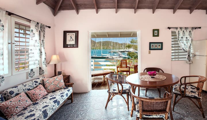 Studio with balcony , stunning view A2 Falmouth