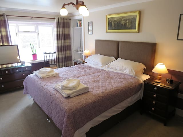 Menteith House, Thornhill, Super-king room B&B