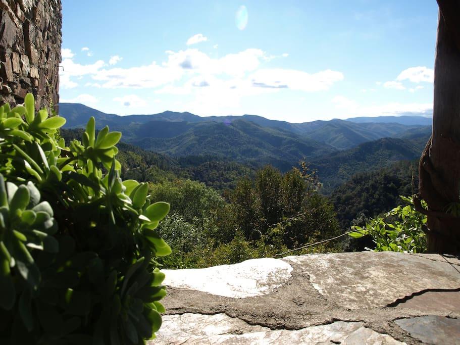 Vue depuis la terrasse du Petit Sourel, orientée Sud-Ouest, avec vue imprenable