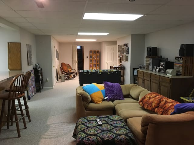 Roomy Private Level Centrally Located in Wooster