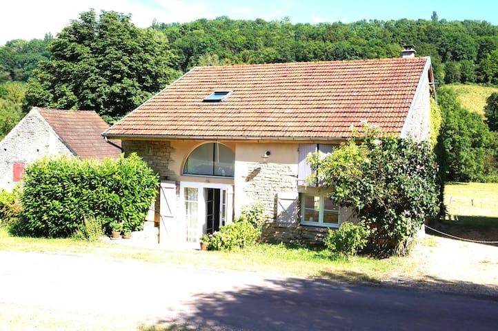 CHARMANTE MAISON AU CŒUR DE L'AUXOIS (BOURGOGNE) - Villeberny - Casa