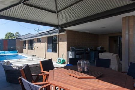 ModernPrivate KingBR nearby Airport - Forrestfield - Ház