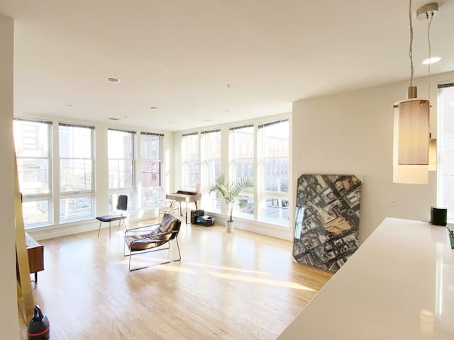 Luxury Private Room Near NYC. Plenty Space & Light