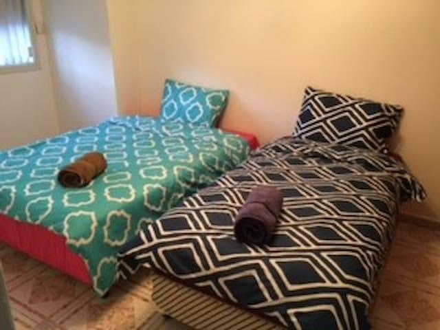 201双人床和単人床房 - Hurstville - วิลล่า