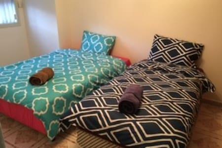 201双人床和単人床房 - Hurstville