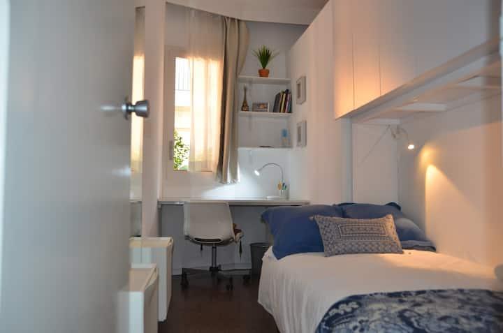 Cozy Single Room, Great Location, BCN
