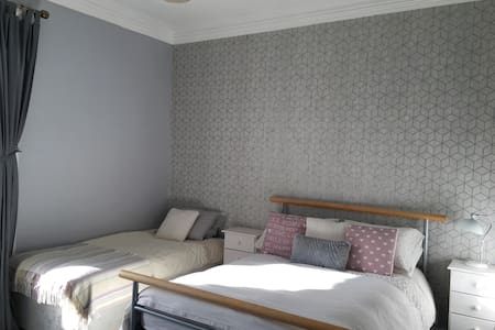 Triple Room/Private Lounge, 15 min to City Centre