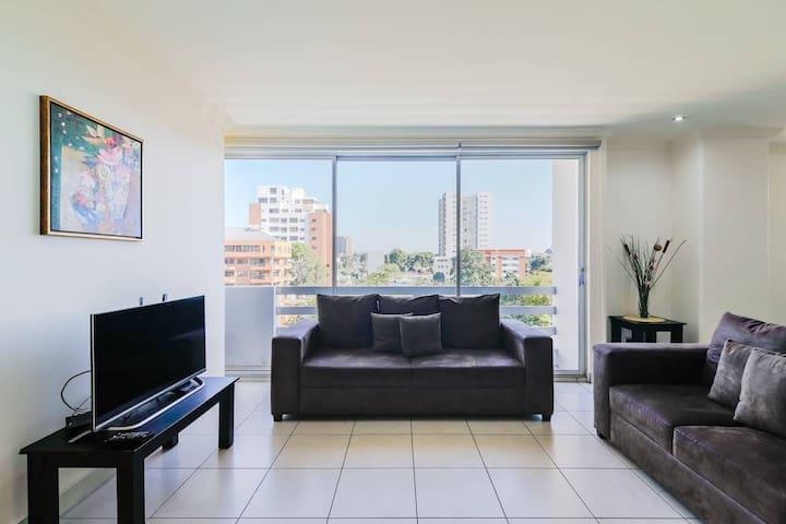 Linda habitación en departamento de zona 10