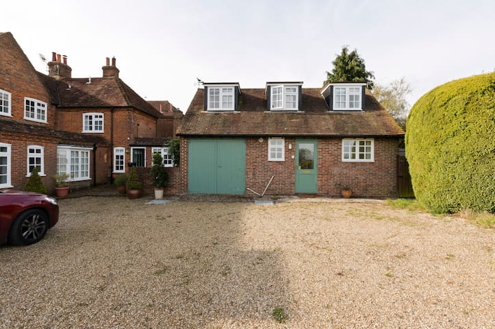 Beautiful self contained cottage with lovely views - Surrey - Dom