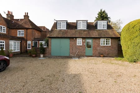 Beautiful self contained cottage with lovely views - Surrey