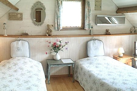 Indep B&B en-suite kitchen WW1 somme battlefields - Courcelles-au-Bois - 家庭式旅館