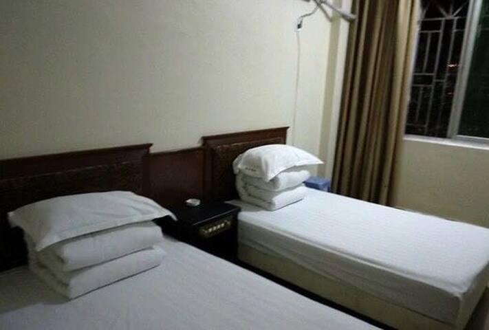 汽车站旁锦芳宾馆小巧双床房