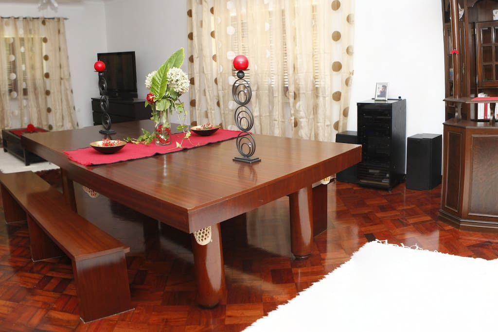 billard, coin bar, cheminée, canapé d'angle, TV plasma, internet / Living room