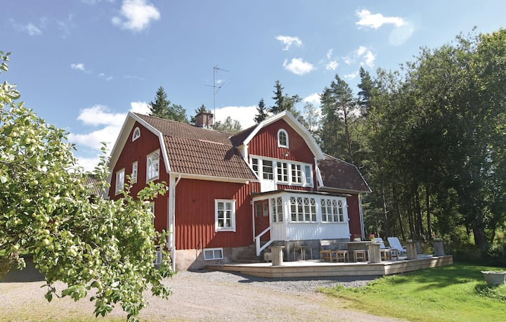 Awesome home in Älgarås with WiFi and 7 Bedrooms
