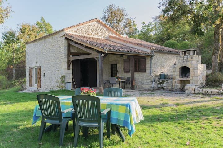 Beautiful Holiday Home in Mauroux with Swimming Pool